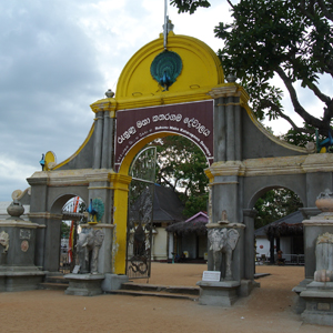 9450_content_Kataragama_temple_entrance